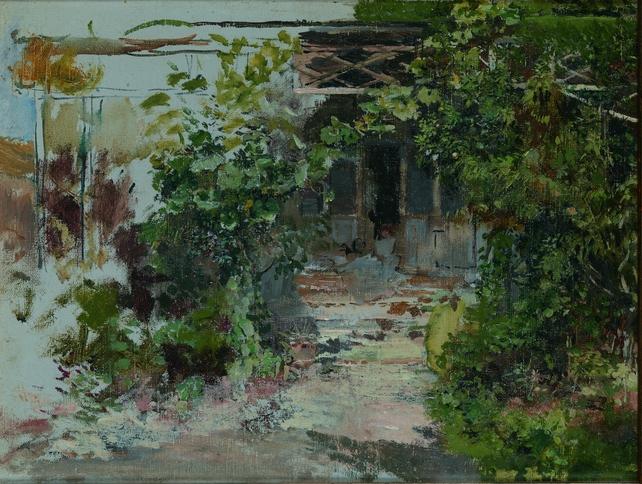 Teresa en el jardín de casa
